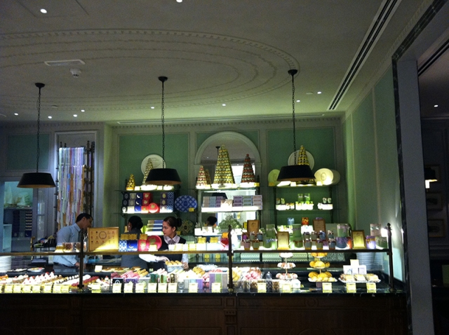 Laduree Dubai - Via youmademelikeyou.com