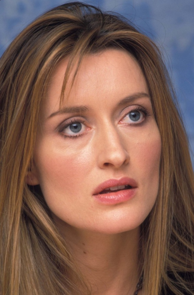 "Lady Crushin' Natascha McElhone via youmademelikeyou.com McElhone at the ""Solaris"" press conference on November 17, 2002."