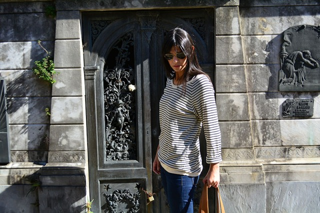 Preppy outfit at La Recoleta Cemetery, Buenos Aires, Argentina via youmademelikeyou.com