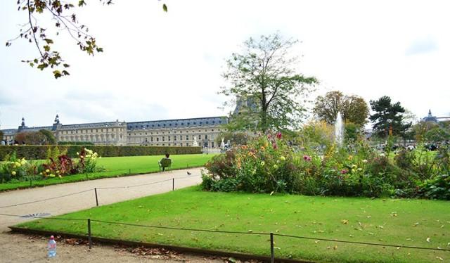 jardin des tuileries Paris via youmademelikeyou.com