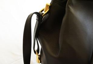 Larusmiani Milano bucket bag via youmademelikeyou.com