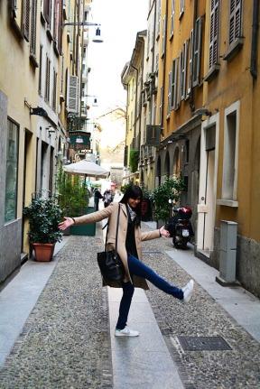 OOTD in Milan Italy via youmademelikeyou.com