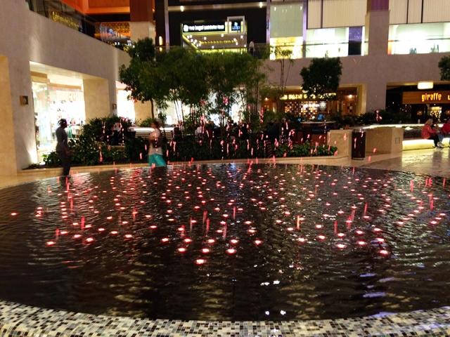 Abu Dhabi UAE mall via youmademelikeyou.com