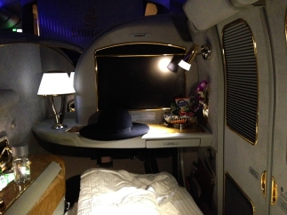 Emirates first class cabin via youmademelikeyou.com
