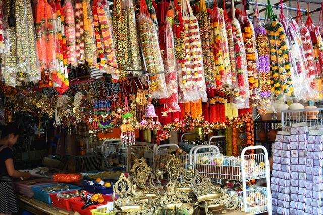Little India Singapore via youmademelikeyou.com