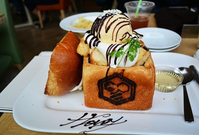 Honey Toast in Akihabara Tokyo, Japan via youmademelikeyou.com