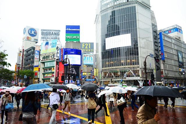 Shibuya Tokyo Japan via youmademelikeyou.com