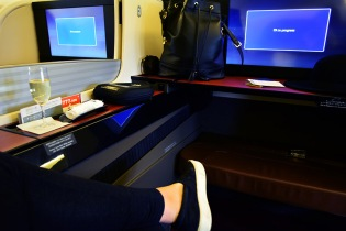 Japan Airlines JAL first class flight via youmademelikeyou.com